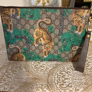 Gucci tiger clutch